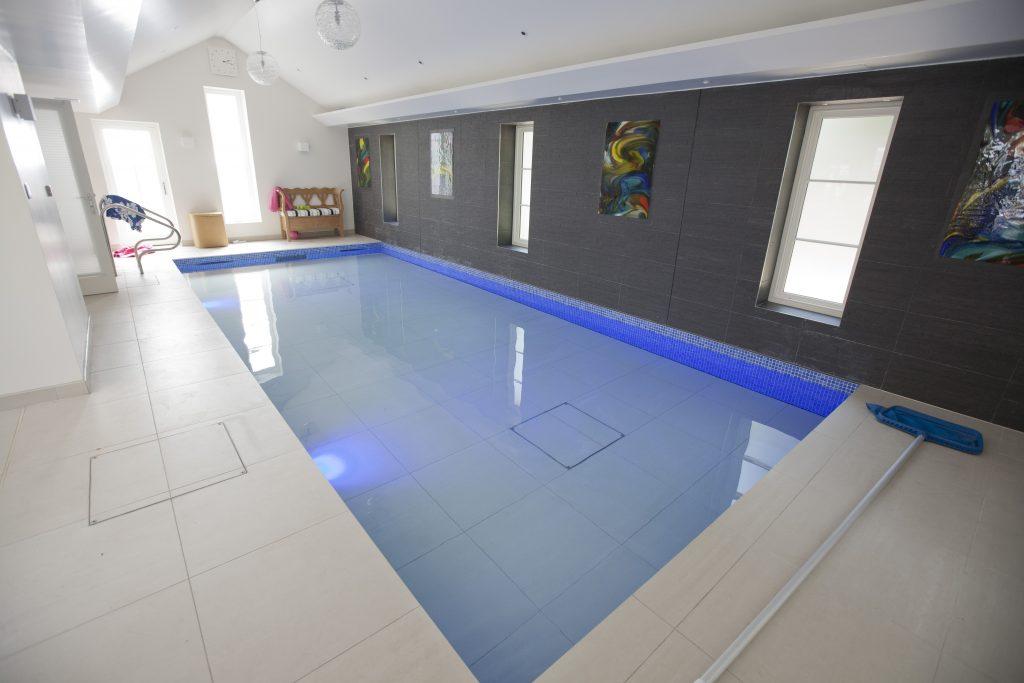 Moving floor pool in ware