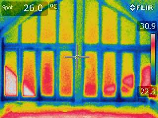 Heat losses and thermal bridging checked during troubleshooting of high energy bills